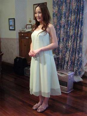 ウェディングドレスをフォーマルドレスにリメイク。仮縫いの様子