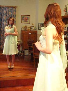 グリーンのドレスは取り外して白ドレスとしてもお召しになれます♪