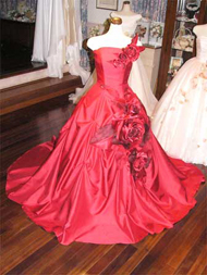 真っ赤なシャンタンのオーバードレス