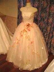 ピンクのシルクオーガンジーのドレス。
