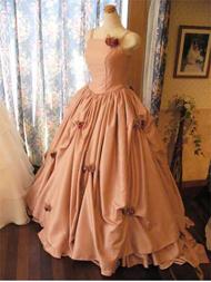 サーモンピンクのシャンタンのカラードレス