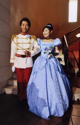 ディズニー大好きの美男美女のお二人のウェディングドレス