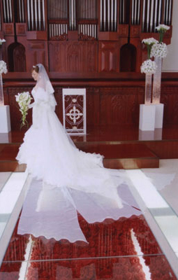 夢だったという大きなリボンのロングトレーンのウェディングドレス