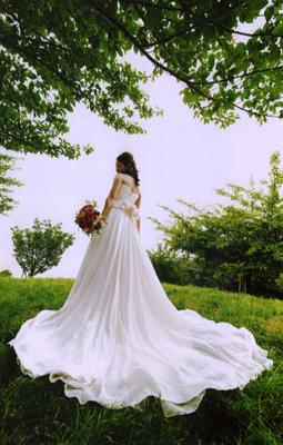 やわらかなシルクサテンとシルクシフォンのウェディングドレス