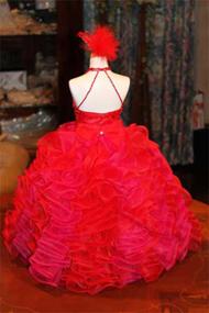 ウェディングドレスの生地を使用して製作しています。