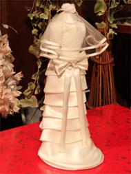 花嫁のウェディングドレスとおそろいのドレスを着せたミニトルソー