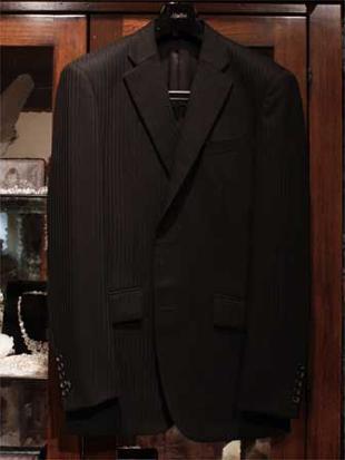 挙式後裾をカットしてフォーマルスーツにリメイク。