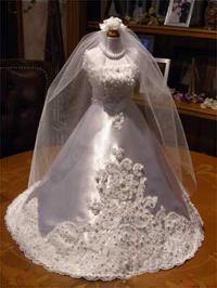 ミニチュアのウェディングドレスを着せたミニトルソーの完成