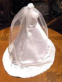 ミニチュアのウェディングドレスを着せたミニトルソー
