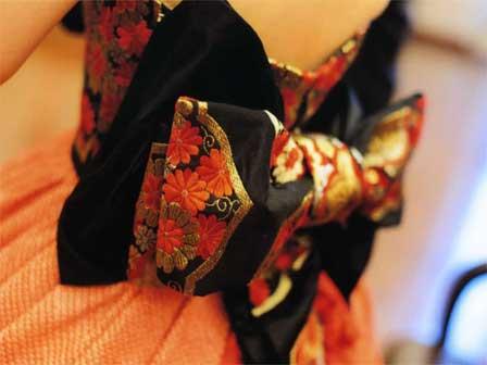 和服の帯を利用して製作したリボン